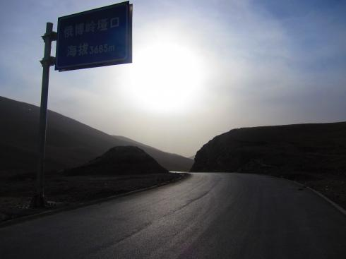 The pass into Gansu - after a weary climb, I finally crawl over the top