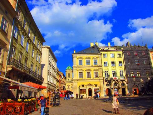The colourful streets of Lviv - everywhere is colourful in Ukraine - who'd have thought?